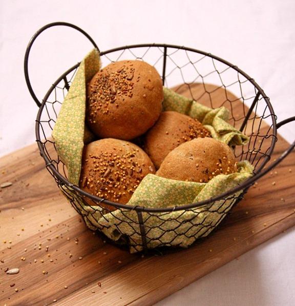 petits pains la farine de sarrasin et aux graines. Black Bedroom Furniture Sets. Home Design Ideas