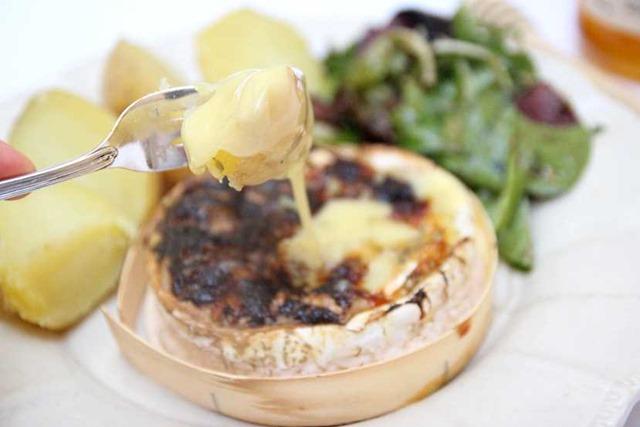 Fondue de Camembert miel et noix