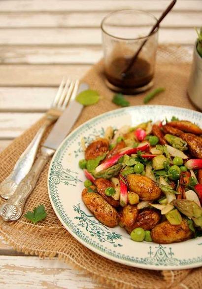 salade de pommes de terre aux légumes du printemps